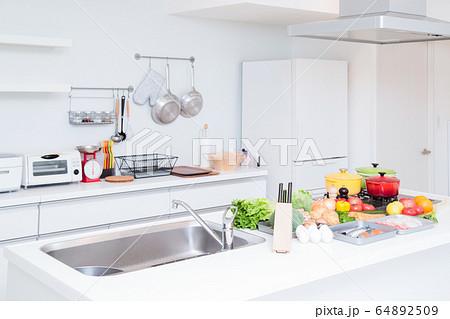 キッチン 台所 食材 料理 調理 64892509