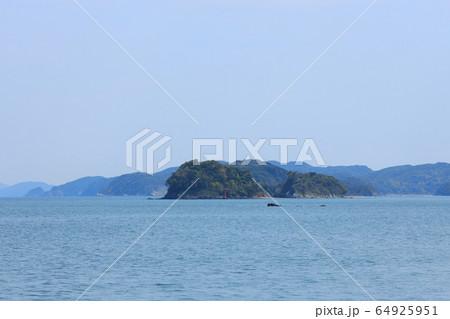 三重県、二見ヶ浦から眺める4月の海 64925951
