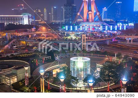 《上海》陸家嘴の夜景・摩天楼 64943090