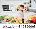 キッチン 料理 子供 ライフスタイル 64959906