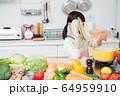キッチン 料理 子供 ライフスタイル 64959910