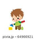 積み木で遊んでいる小さな男の子 64966921