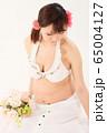 妊娠9ヶ月の妊婦さん 65004127