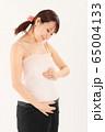 妊娠9ヶ月の妊婦さん 65004133