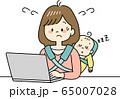 赤ちゃんをおんぶしながらテレワークするお母さん(焦る) 65007028
