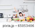 キッチン 料理 小学生 女の子 子供 65053406