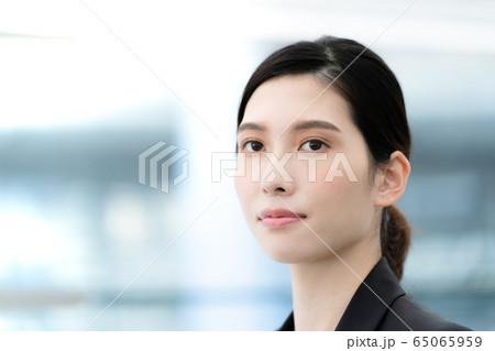 女性 ビジネス ポートレート 65065959