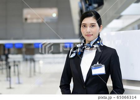女性 空港 スタッフ 65066314