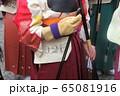 京都・三十三間堂・通し矢(大的大会)晴れ着姿の新成人が弓を持って集まります。 65081916