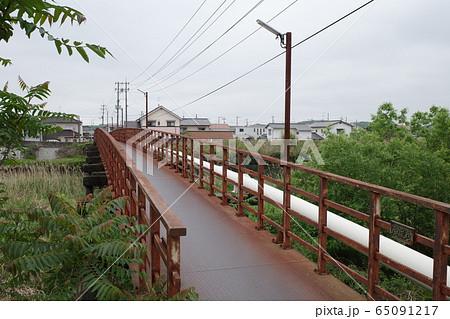 日本の岡山の古くて錆びた美しい橋 65091217