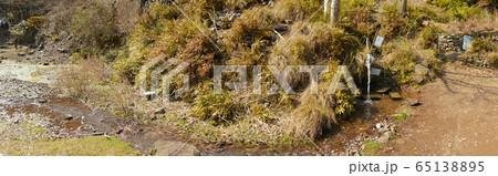 丹波篠山市にある「鍔市ダム(つばいちダム)の湧き水」 65138895