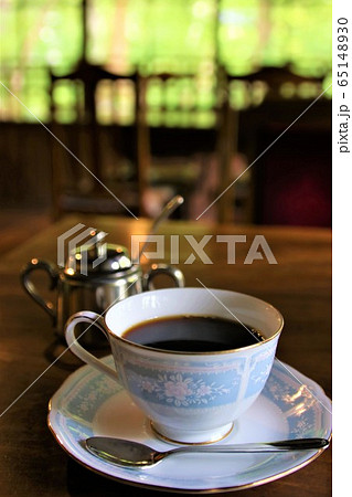 レトロなカフェでの優雅なコーヒータイム 65148930