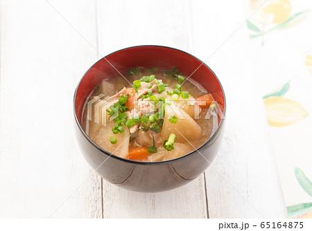 豚汁 お味噌汁 お椀 65164875