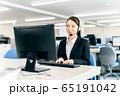 オペレーター オフィス ビジネス 女性 パソコン 65191042