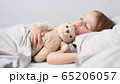 Baby girl sleeping with her teddy bear 65206057