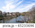 ボートで遊べる池のある大きな公園 65233696