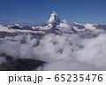 雲海にそびえるマッターホルン 65235476