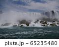 ナイアガラ アメリカ滝の水しぶき 65235480