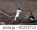 バッターボックスに立つ野球少年 65253713