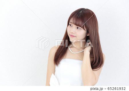 若い女性 ヘアスタイル 65261932