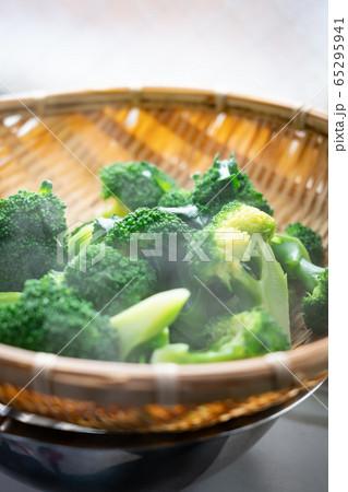 ゆでたてブロッコリー3 broccoli 65295941