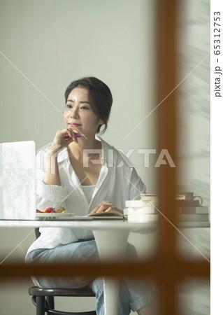 ライフスタイル 女性 女 65312753