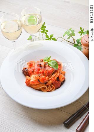 トマト シーフード パスタ