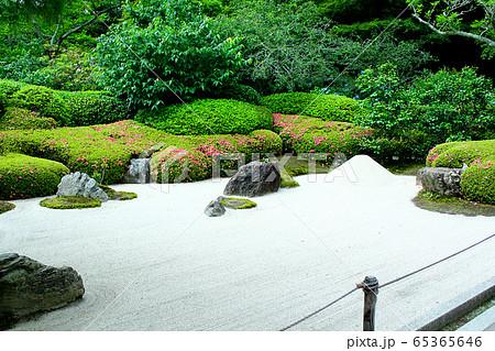 【神奈川】北鎌倉 明月院の枯山水庭園 65365646