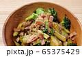 ブロッコリーとベーコンの炒め物 65375429