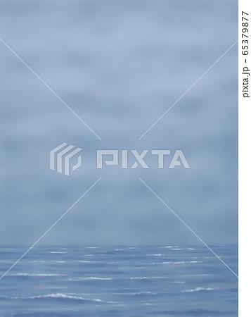 どんより曇り空と海・縦長 65379877