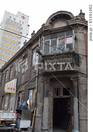 東関街の中心的な欧風建築と元博愛医院(中国・大連) 65391062
