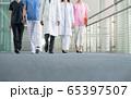 病院 医師 女医 医療イメージ 65397507
