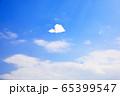 大空を飛ぶ紙ヒコーキ 65399547