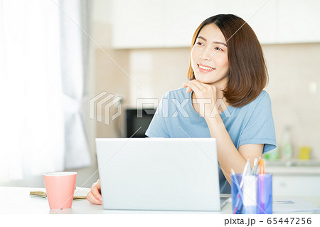 A business woman working at home 65447256