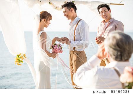 ロマンチックなリゾートウェディング 65464583