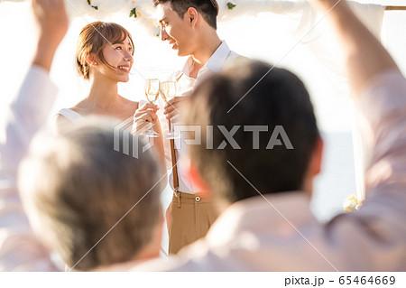 ロマンチックなリゾートウェディング 65464669