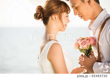 ロマンチックなリゾートウェディング 65464730