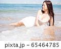 海背景の女性ビューティーイメージ 65464785