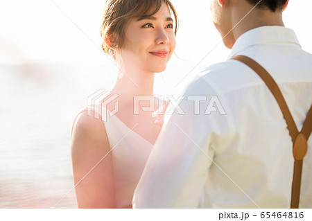 ロマンチックなリゾートウェディング 65464816