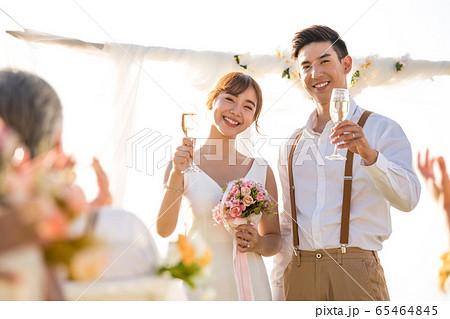 ロマンチックなリゾートウェディング 65464845