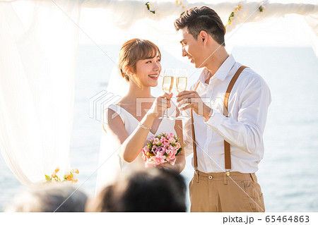 ロマンチックなリゾートウェディング 65464863