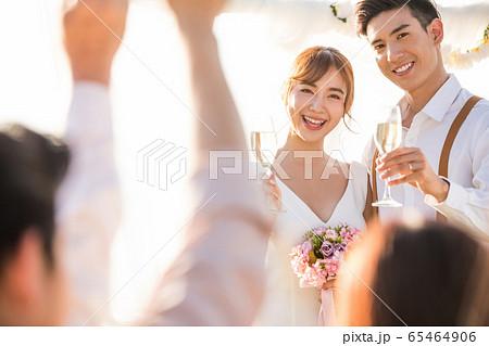 ロマンチックなリゾートウェディング 65464906