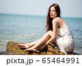 海背景の女性ビューティーイメージ 65464991