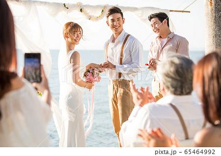 ロマンチックなリゾートウェディング 65464992