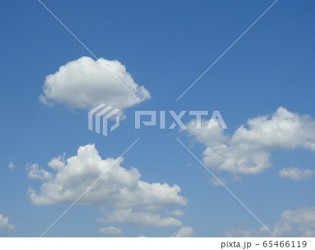 ポッカリの~んびり白い雲。。癒やしの雲さん!(笑い)。 65466119