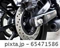 モーターサイクル リアディスクブレーキのクローズアップ 65471586