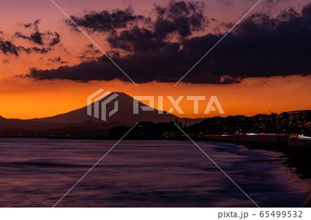 (神奈川県)湘南海岸・江ノ島・富士山 夕景 65499532
