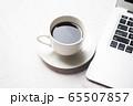 コーヒーとノートパソコン 65507857