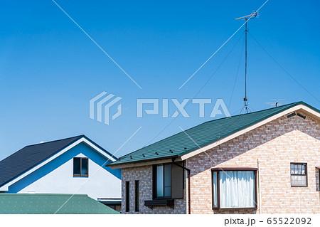 屋根と青空 65522092