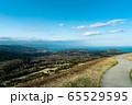 静岡県大室山から広角レンズで撮影した山と海 65529595